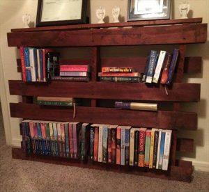 Uplifting diy pallet bookshelf #diybookshelfpallet #bookshelves #storageideas