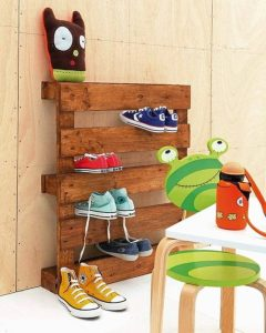 Staggering shoe shelves for closet #shoestorageideas #shoerack #shoeorganizer